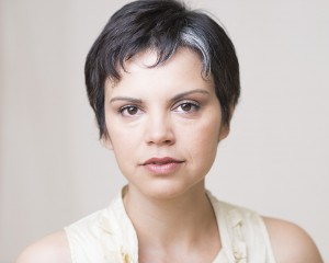 Nora Achrati played all 5 roles.